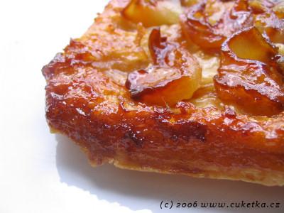 Obrácený koláč Tarte Tatin s hruškama a jabkama