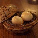 Nakládaná křepelčí vajíčka na kouři ze slámy