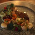 Nakládaná kořenová zelenina, vepřová šťáva, lehce vyuzenýmorek