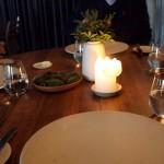 Založený stůl připravený kakci