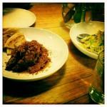 Pomalu dušené a aromatické hovězí, teplý salát zrůžičkové kapusty